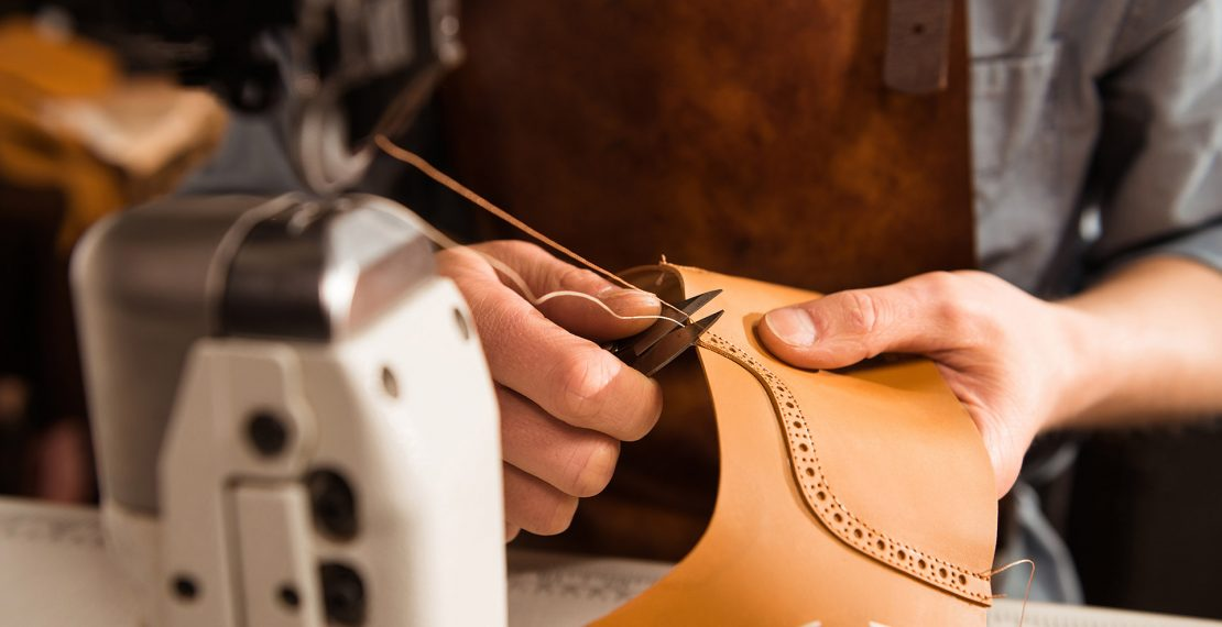 Trictracteambuilding-artisan-couture-chaussure-cuir